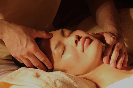 massage-1929064_1920_edited.jpg