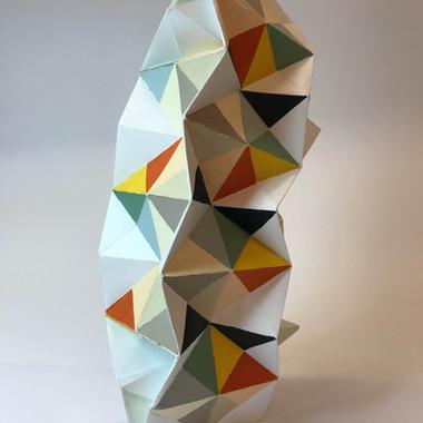 scultura, carta e colori acrilici, 20x15x38 cm, 2015