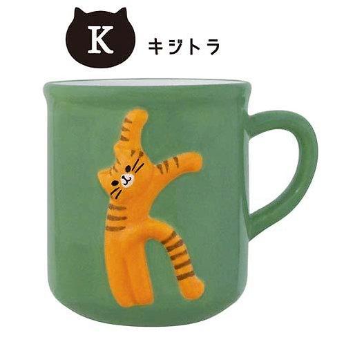 052_273 猫のイニシャルマグ K(キジトラ)