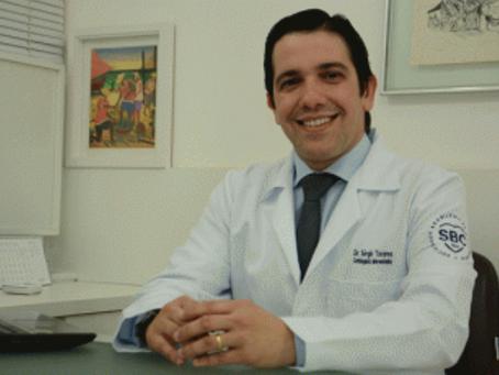 Estenose aórtica: sintomas, causas e tratamento