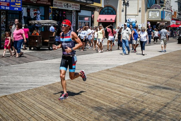 Scott DeFilippis runs on the boardwalk at Challenge Atlantic City. Photo: Larry Rosa/Endurapix.com