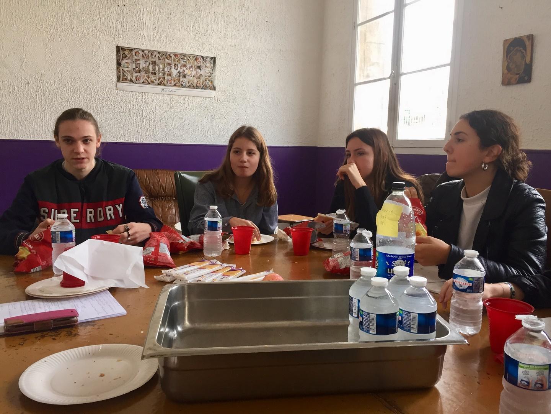 Les élèves débattent ensemble