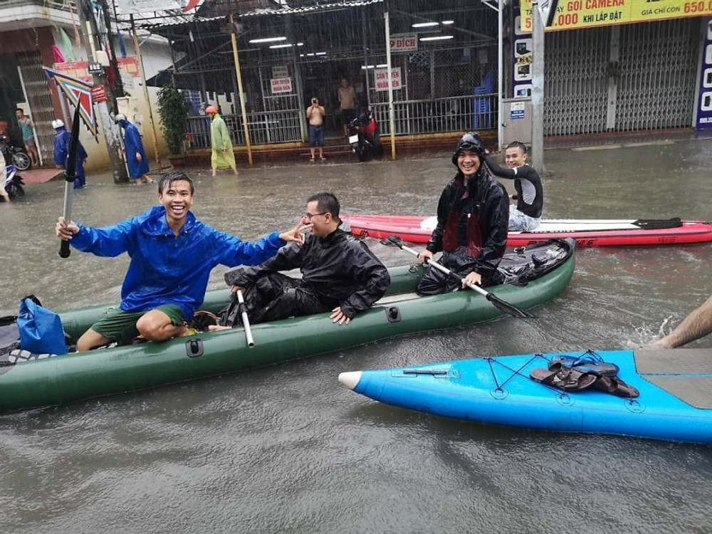 flooding, Danang city, making the most of the rain, canoeing in the rain, enjoying a flood, rain in Danang, Vietnam, Flooding in Vietnam