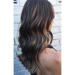 Subtle highlights by Tash 💇 on a gorgeous client _jazzbriggs 😍 #highlights #waves #goldwell #ghd �