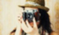Menina atrás da lente