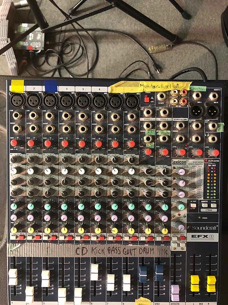 21. Soundcraft EFX 8 Mixing Console.jpg