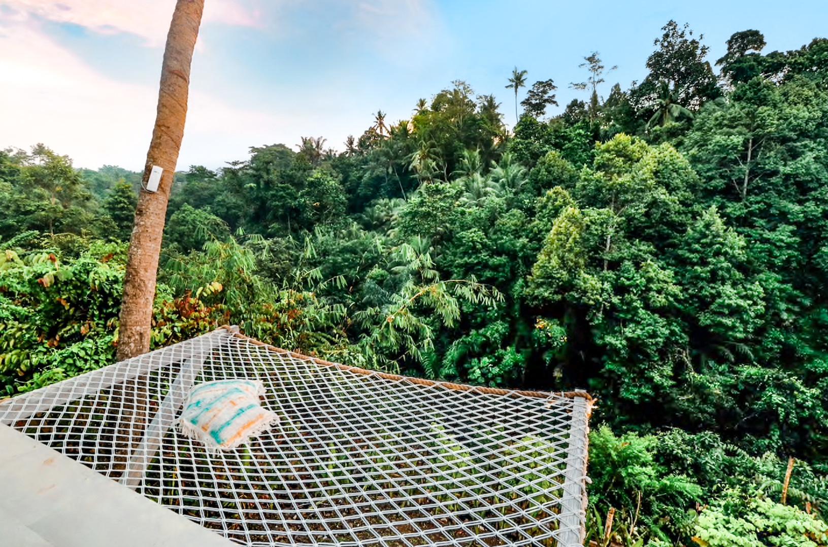 Ubud Villa Canopy Lounger