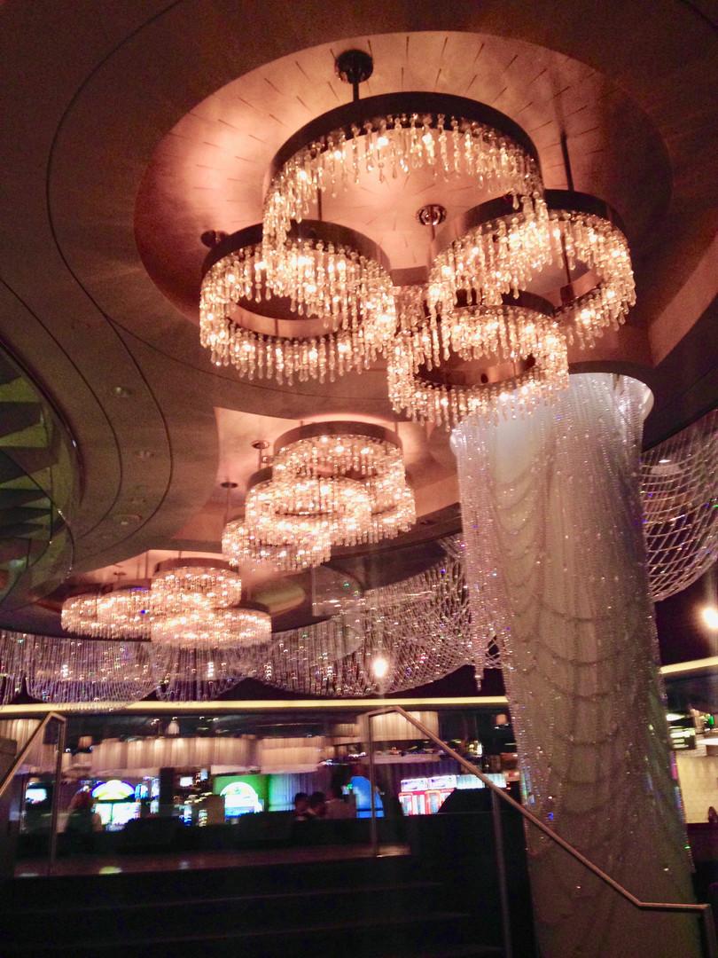 Chandelier Bar, Cosmo