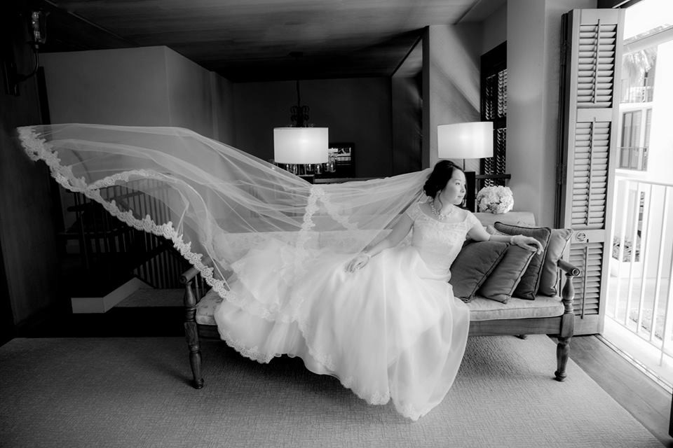 Bride catches some Air at the Halekulani Hotel