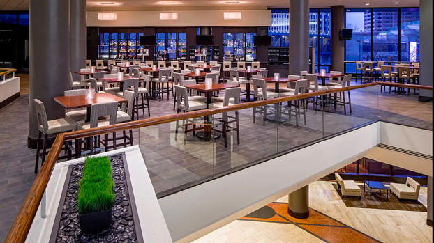 Hyatt-Regency-Columbus-P065-Big-Bar-on-2