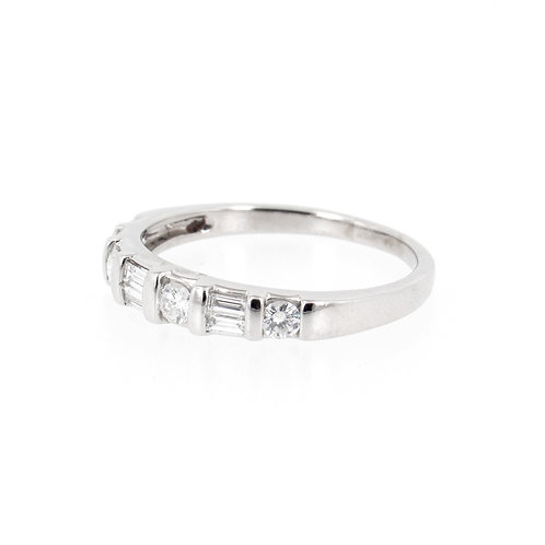 0.60ctw Round and Baguette Cuts Diamonds Ring