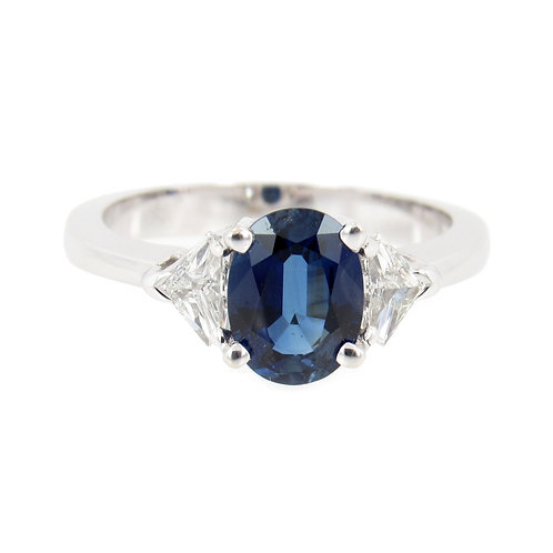 1.76 ctw Blue Sapphire and Diamonds Ring Front