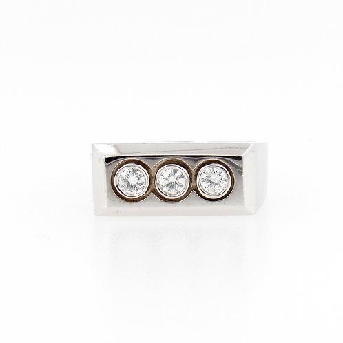 0.64ctw 3 Diamonds Ring Front