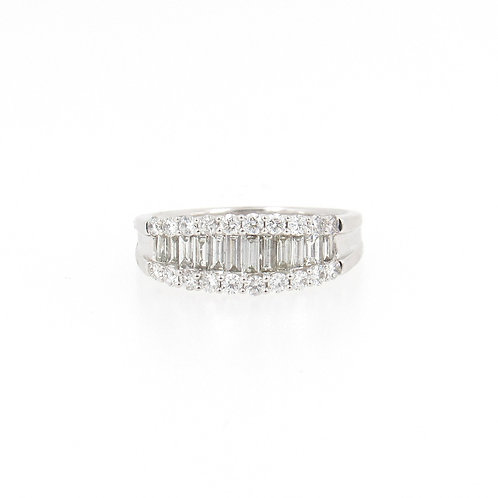 1.04ctw Round and Baguette Diamonds Ring Front