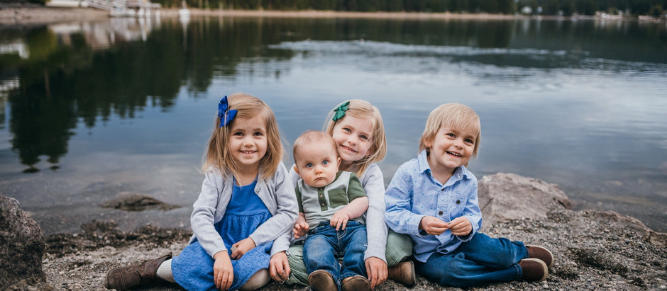 COUER D'ALENE FAMILY PHOTOGRAPHER   FAMILY SESSIONS BY THE RIVER
