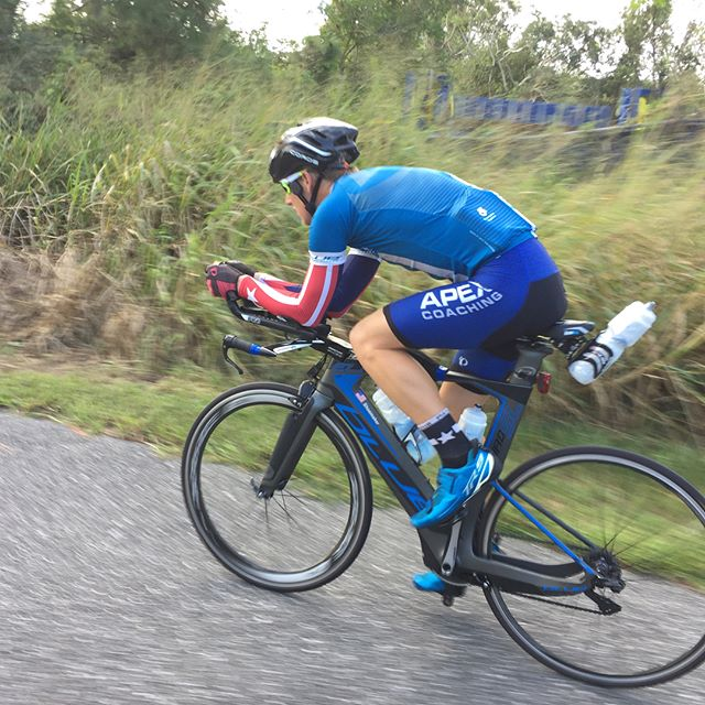 Hard bike session w _aliciakayetri and _momentumptwellness  doing some high end power on a cool Flor