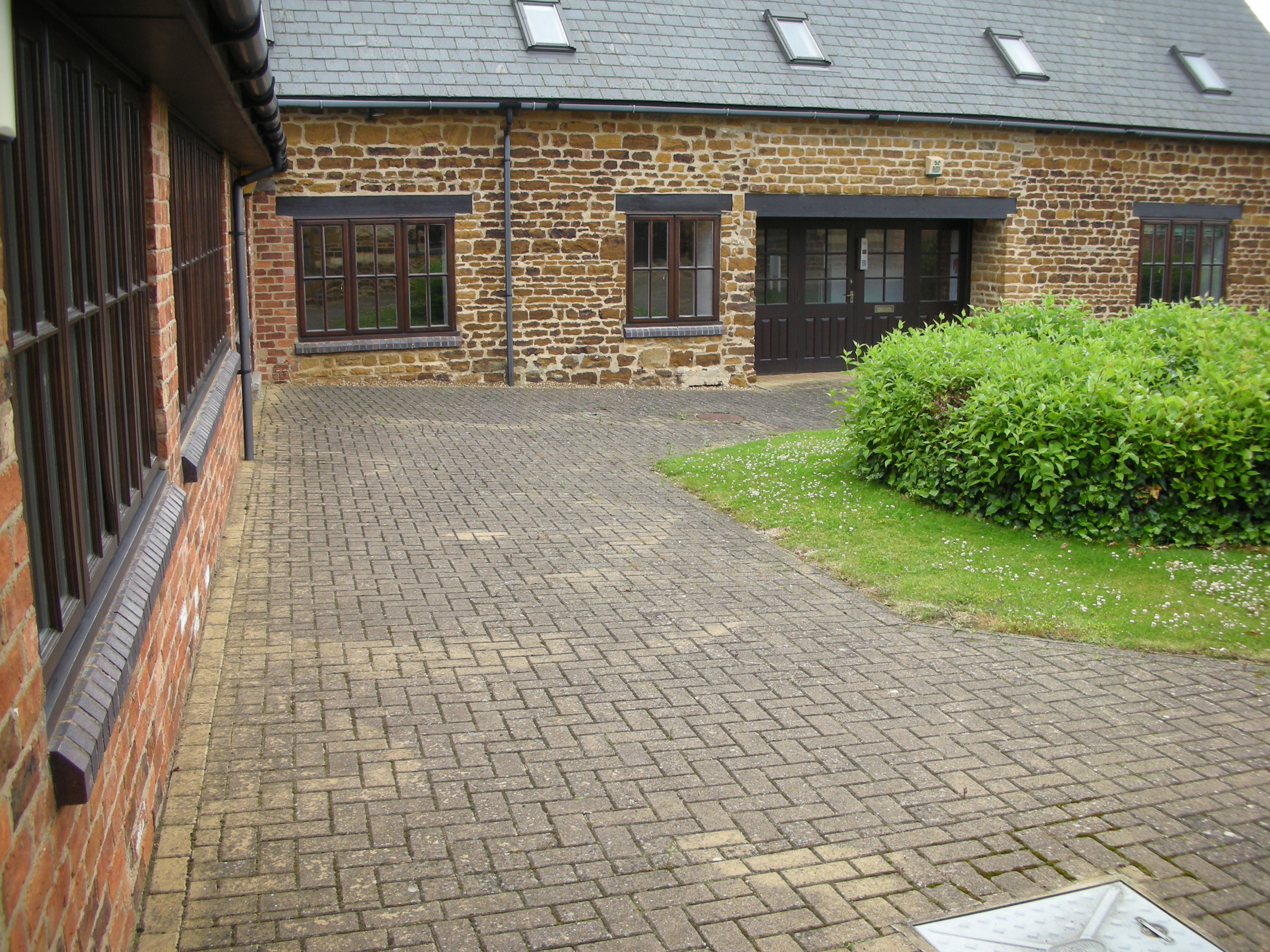 Jet Washing - Courtyard 2 pre-clean