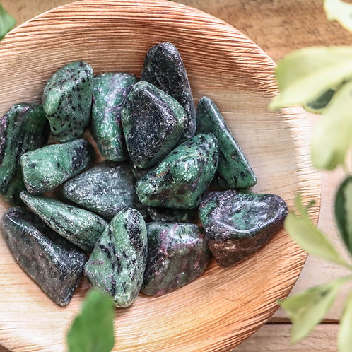 Aniolite (Zoisite Verde) com Rubi Rolada