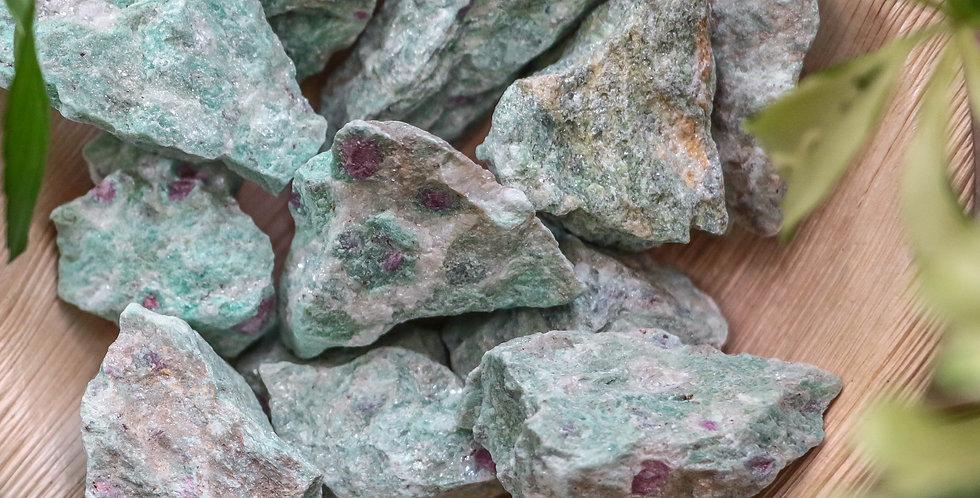 Fuchsite com Rubi em Bruto 3 a 6 cm
