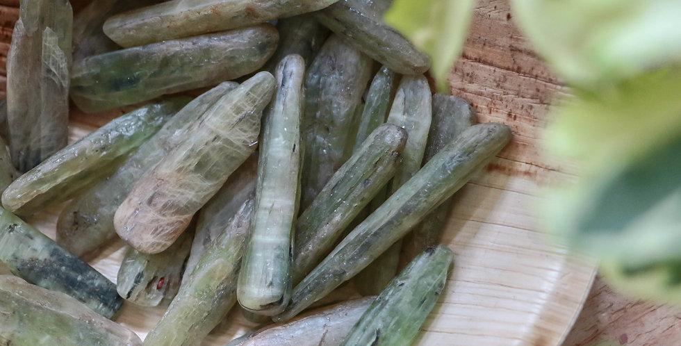 Cianite Verde Rolada 2 a 4 cm