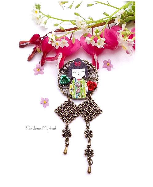 Broche pin's fibule vêtement Kokeshi Poupée Japonaise filigrane haute gamme bijoux fantaisie artisanal femme