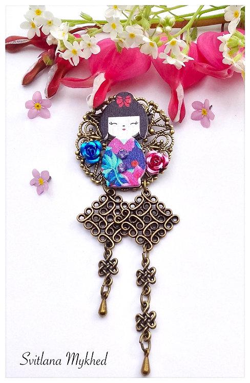 Broche pin's fibule vêtement Poupée Japonaise Kokeshi filigrane haute gamme bijoux fantaisie artisanal femme