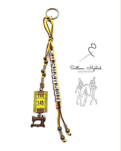 Bijoux fantaisies cadeux pour couturier Porte clés à personnaliser avec prénom ou message Machine à couture Singer Mètre