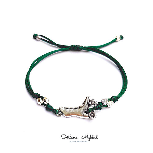 Bracelet thème sport PATINS À ROULETTES. ROLLER ARTISTIQUE. BOTTES DE SKATE. Bijoux fantaisies; cordon satin aux choix