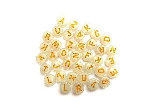 Perle lettre acrylique ronde 7mm. Fluorescent Blanc / Jaune  l'Alphabet Latin A - Z à l'unité