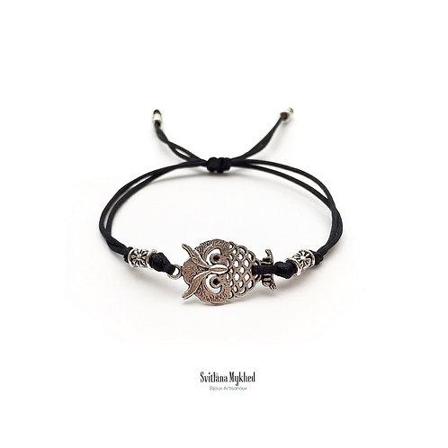 Bracelet personnalisé HIBOU. OWL. CHOUETTE. OISEAU. NATURE. FORET Perles tibétaines. Cordon satin