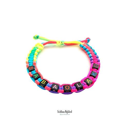 Bracelet personnalisé tressé perle lettre cube cordon satin