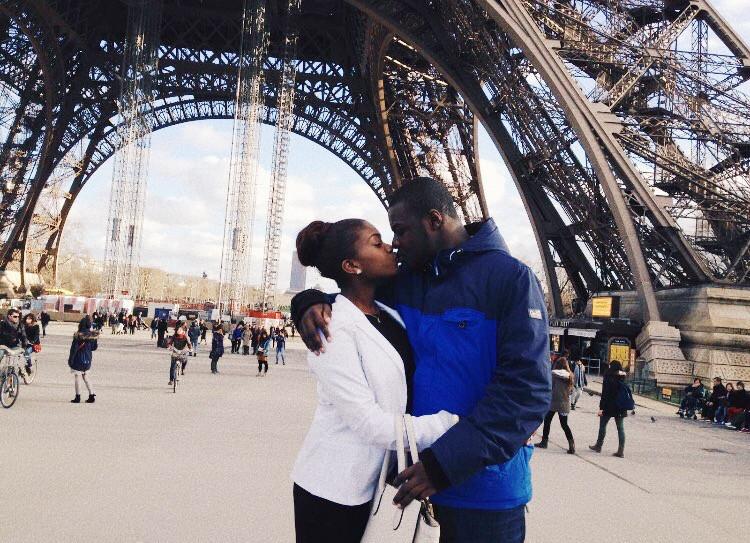 Boyfriend and girlfriend eiffel tower kiss