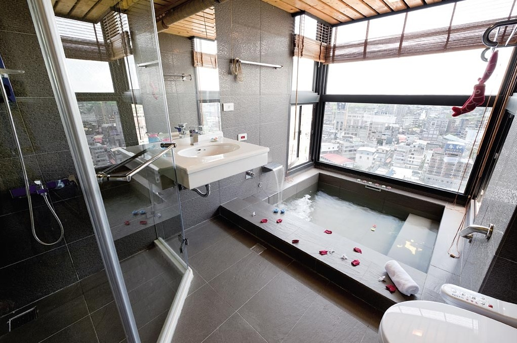 affordable-affordable-bathroom-ideas-tumblr-city-apartment-features-an-urban-inspired-bathroom-with-metallic
