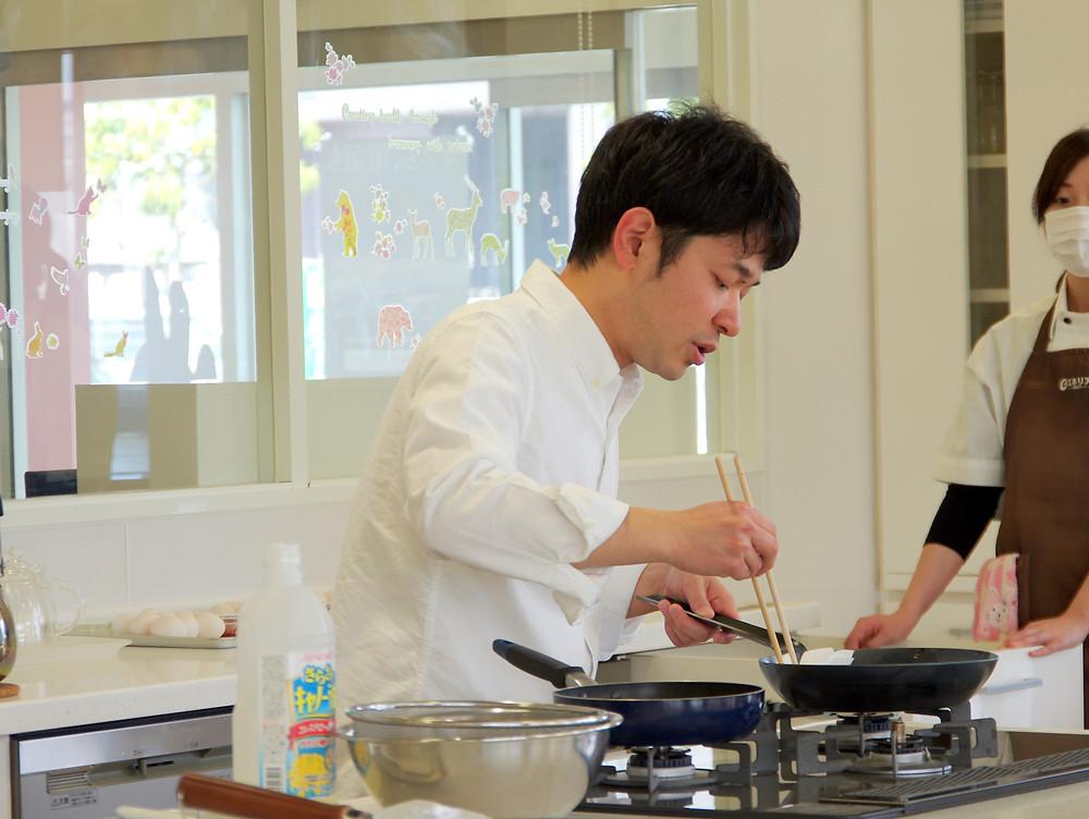 フライパン料理教室内藤金物店