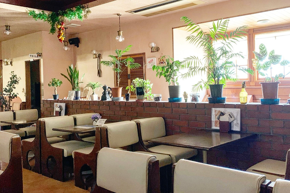 つけナポリタンの喫茶アドニス店内