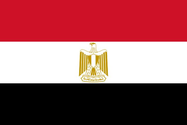 בונים פירמידות במצרים