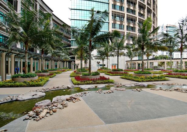 9_The semi-open courtyard and stream.jpg