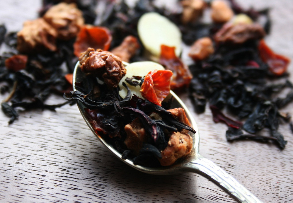 Sri Lankan Black Tea, Hibiscus, Apple Pieces, Rosehip, Almond, Orange Peel