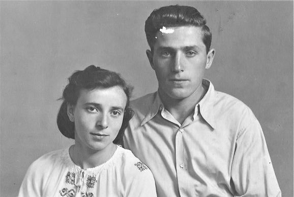 יוסף וסילביה מושינסקי 1941 בערך אינט.jpg