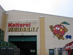 Profilbuchstaben und Fassadenmalerei
