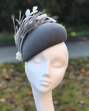 Grey felt beret with goose biot feathers and crystals