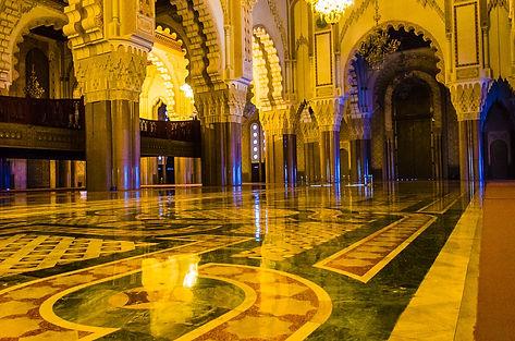 Moskén rymmer 25 000 bedjande inomhus!
