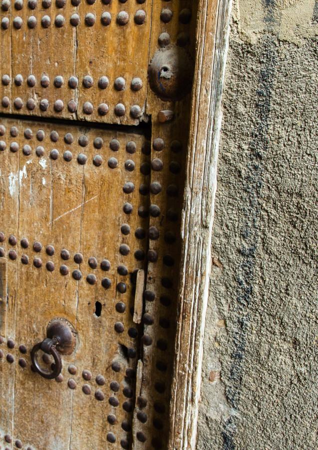 Den lilla dörren är för kvinnor och barn. För männen öppnade man hela dörren.