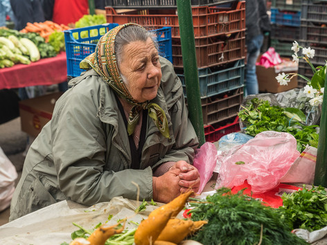 Woman on Saturday market in Gheorgheni