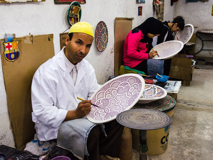 Painting of ceramic dishes