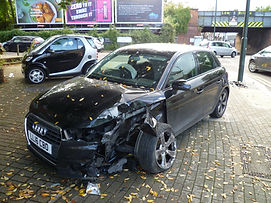 Damaged_Audi,_New_Barnet.jpg