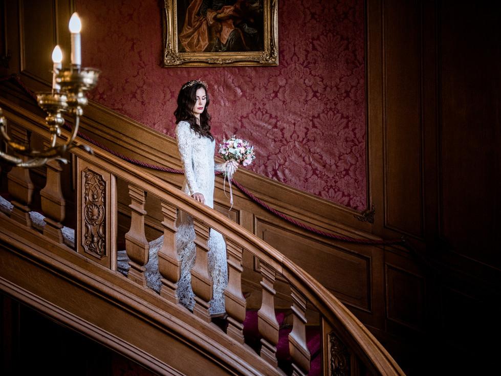 Braut auf der Treppe