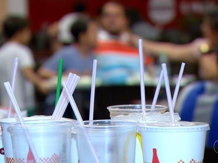 Estudantes franceses propõem canudos de amido de milho como alternativa ao plástico