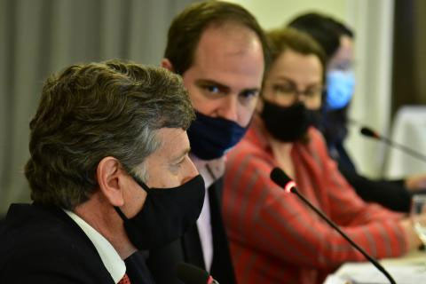 Coordenadoria Nacional de Câmaras Especializadas de Agronomia (CCEAGRO) ouve a Assessoria Parlamentar do Confea no encerramento da reunião em Brasília