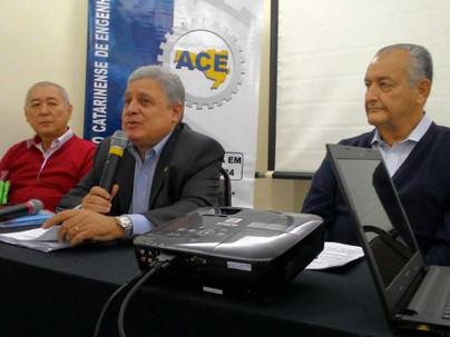 Presidente da ACE prestigia reunião da Febrae em Florianópolis